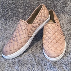 Steve Madden Ecentrcqt Blush Pink Slip Ons Size 10